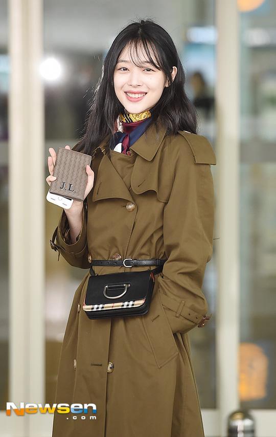 STREET STYLE sao Hàn: Dara bất ngờ đội nón lá check in Việt Nam - Jessica khoe body cực nuột với bikini-4