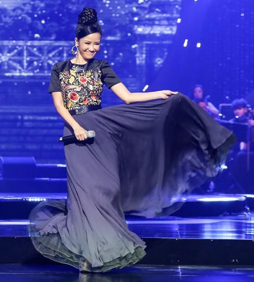 Trước khi nhan sắc bị chê suýt không thể nhận ra, Hồng Nhung chính là ngôi sao được mệnh danh người đàn bà không tuổi-12