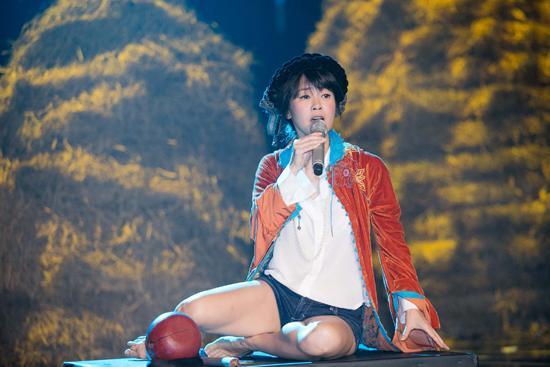 Trước khi nhan sắc bị chê suýt không thể nhận ra, Hồng Nhung chính là ngôi sao được mệnh danh người đàn bà không tuổi-9