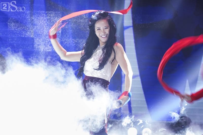 Trước khi nhan sắc bị chê suýt không thể nhận ra, Hồng Nhung chính là ngôi sao được mệnh danh người đàn bà không tuổi-2