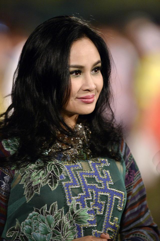 Bộ tứ Diva nhạc Việt: Người giữ được dung mạo mặn mà, kẻ tàn phai nhan sắc theo năm tháng-2
