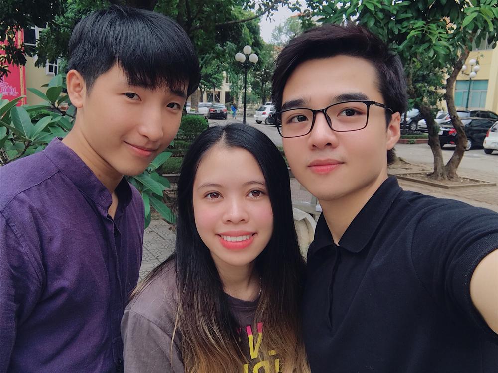 Chán đi cướp hit, Minh Châu đã mặn hơn khi chuyển sang làm clip ghi lại phản ứng cực hài của mình với phim Việt-8