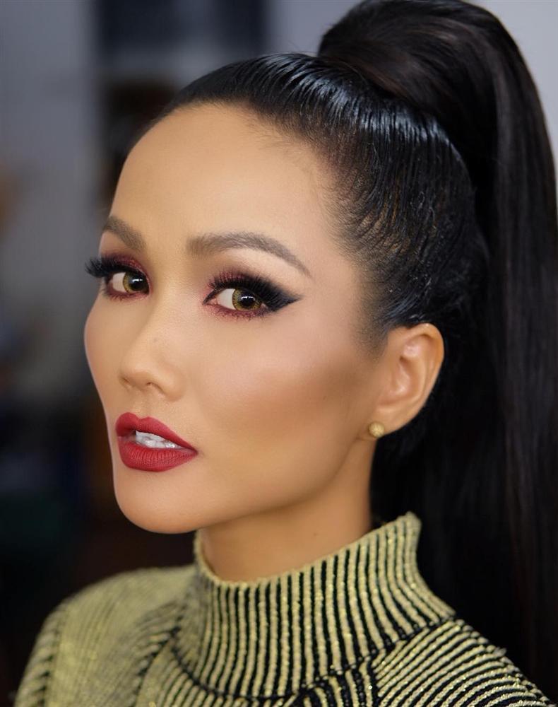 Đổi diện mạo liên tục trước Miss Universe 2018, HHen Niê xứng danh hoa hậu đa sắc màu nhất showbiz Việt-5