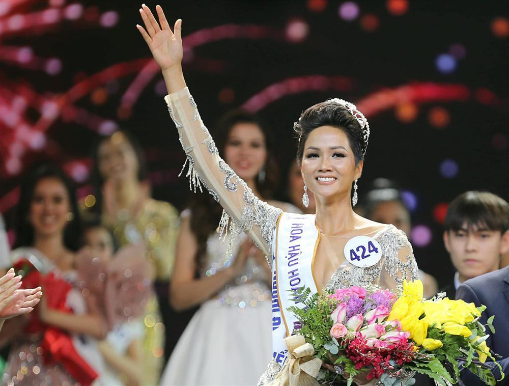 Đổi diện mạo liên tục trước Miss Universe 2018, HHen Niê xứng danh hoa hậu đa sắc màu nhất showbiz Việt-1