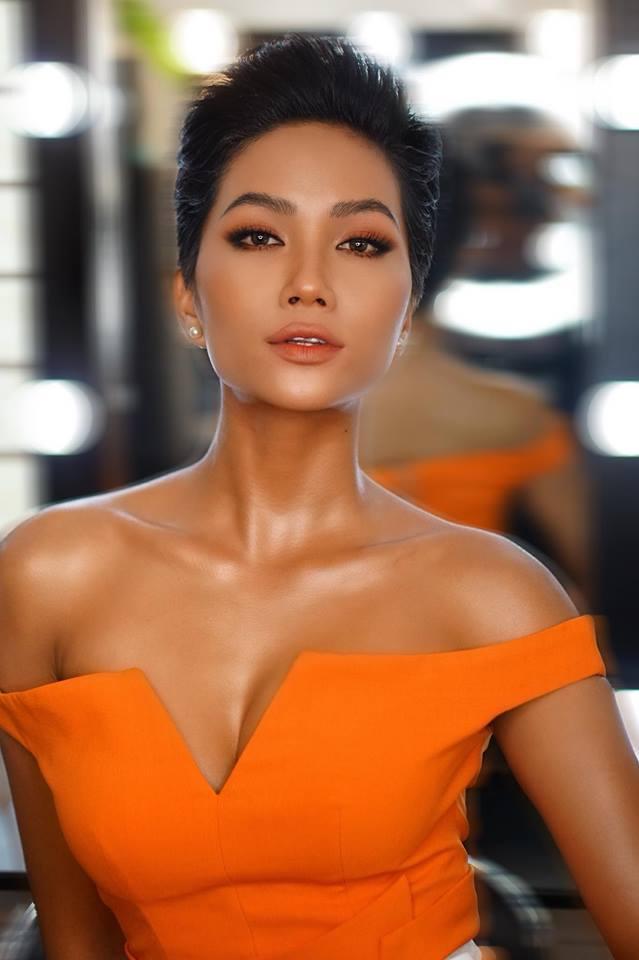 Đổi diện mạo liên tục trước Miss Universe 2018, HHen Niê xứng danh hoa hậu đa sắc màu nhất showbiz Việt-17
