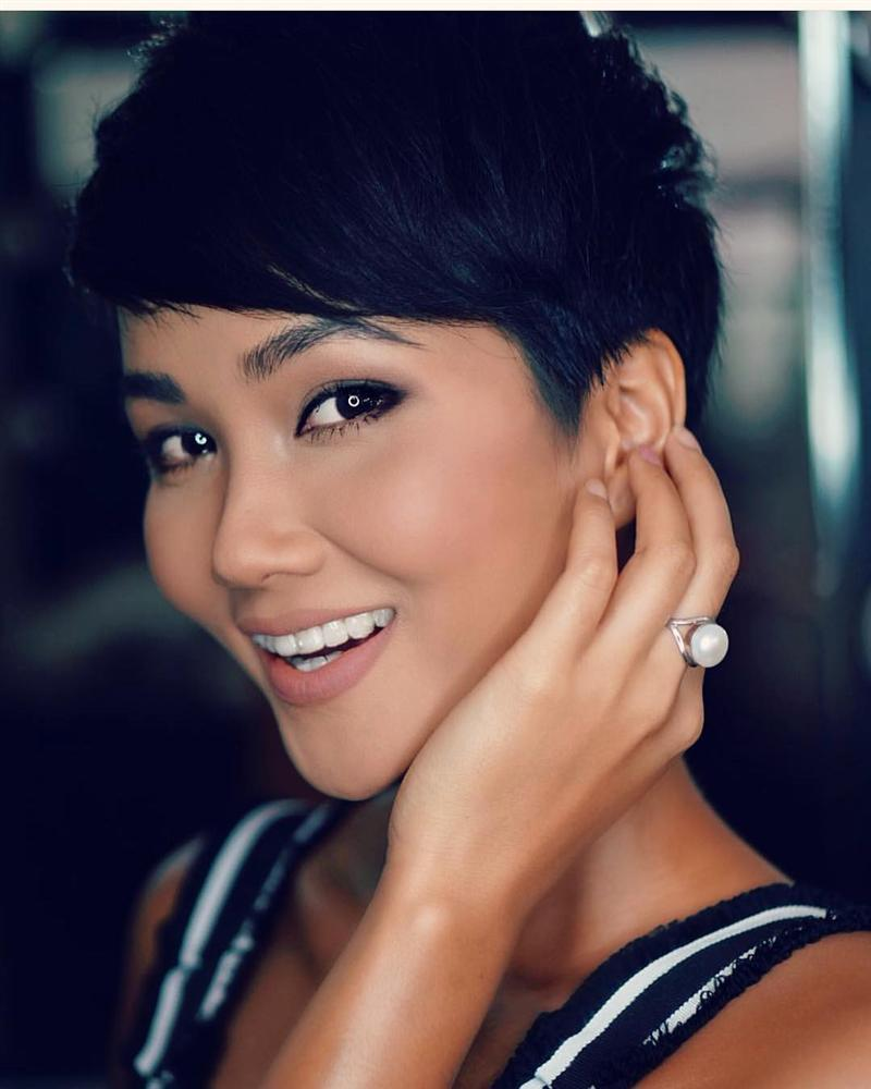 Đổi diện mạo liên tục trước Miss Universe 2018, HHen Niê xứng danh hoa hậu đa sắc màu nhất showbiz Việt-22