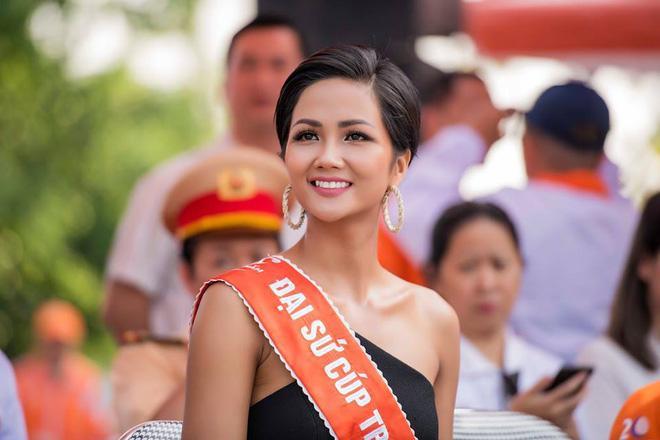 Đổi diện mạo liên tục trước Miss Universe 2018, HHen Niê xứng danh hoa hậu đa sắc màu nhất showbiz Việt-19