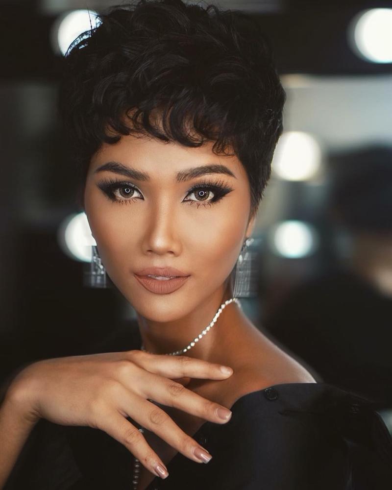 Đổi diện mạo liên tục trước Miss Universe 2018, HHen Niê xứng danh hoa hậu đa sắc màu nhất showbiz Việt-11