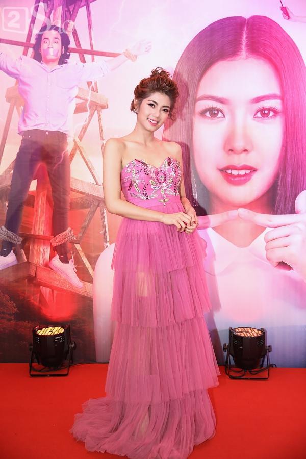 Á hậu Thúy Vân đi siêu xe 7 tỷ mới tậu ra mắt phim lần đầu đóng vai chính-7