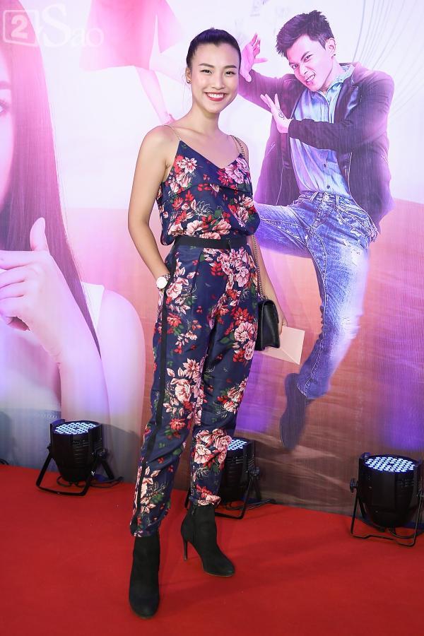 Á hậu Thúy Vân đi siêu xe 7 tỷ mới tậu ra mắt phim lần đầu đóng vai chính-9