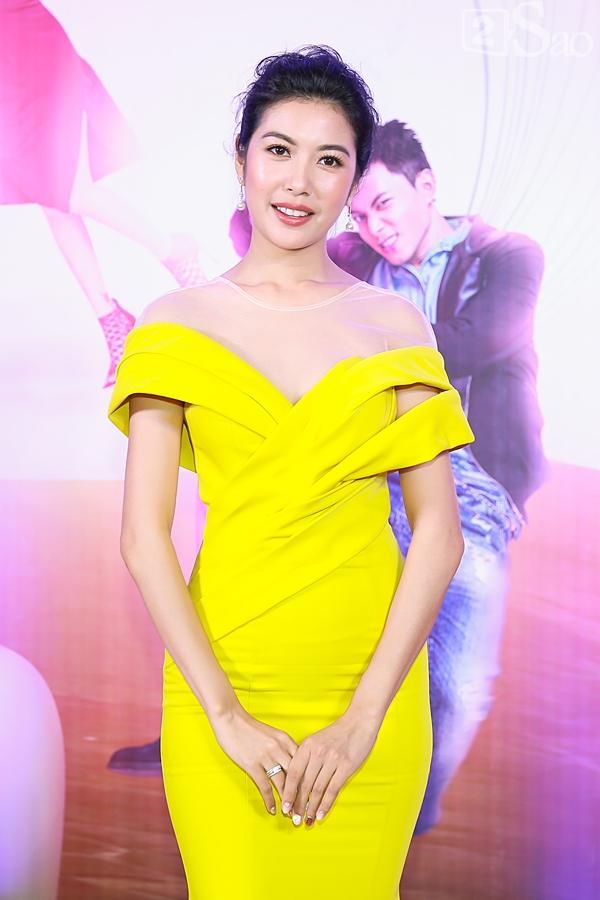 Á hậu Thúy Vân đi siêu xe 7 tỷ mới tậu ra mắt phim lần đầu đóng vai chính-4