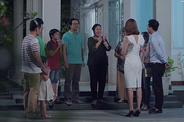 Gạo nếp gạo tẻ tập 56: Lê Phương đã ly dị chồng nhưng vẫn bị mẹ chồng đeo bám-1