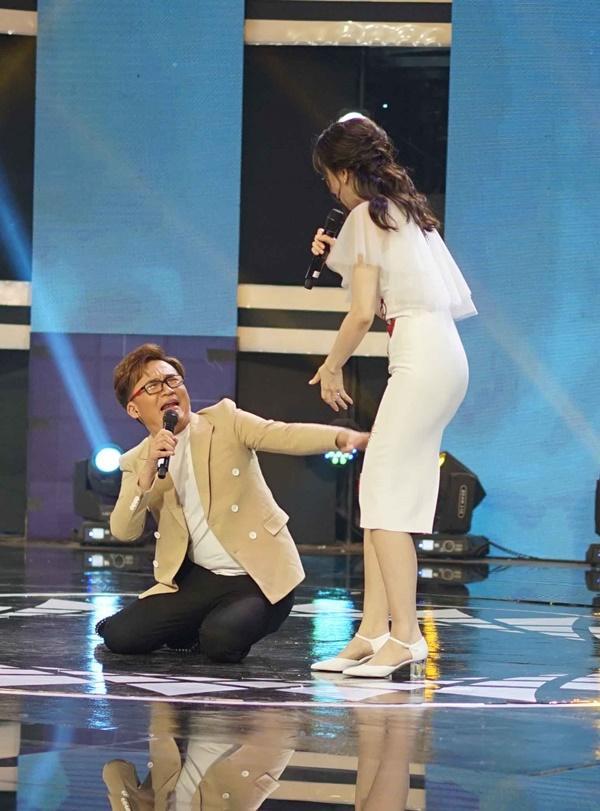 Hari Won mang dép lê tập nhảy khi hát hit của T-ara-5