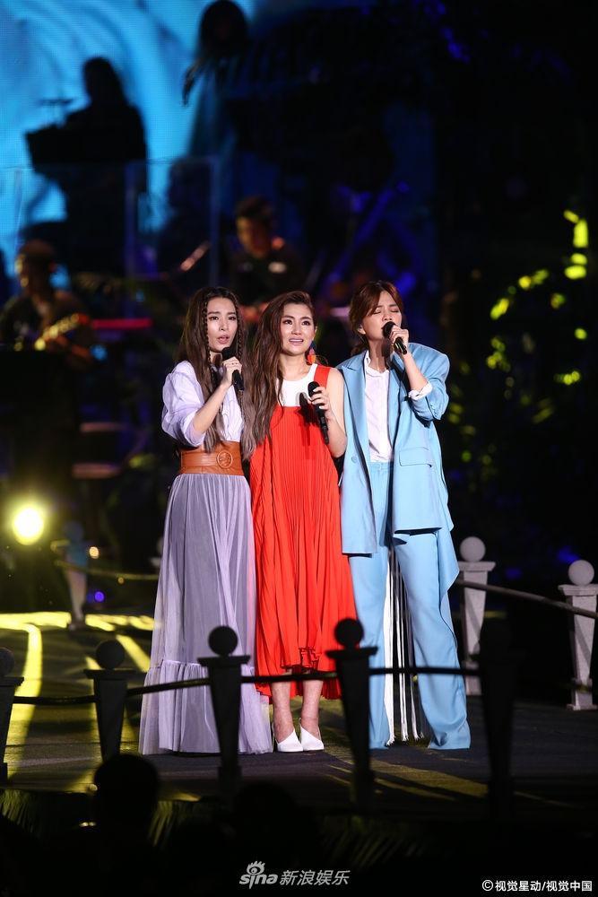 S.H.E kỉ niệm 17 năm tình bạn, bất ngờ mang con lên sân khấu biểu diễn-6