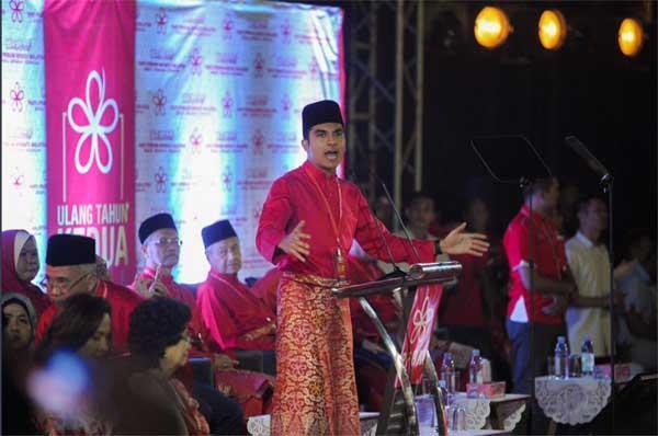 Ngắm Bộ trưởng Malaysia đẹp trai được triệu người mê-1