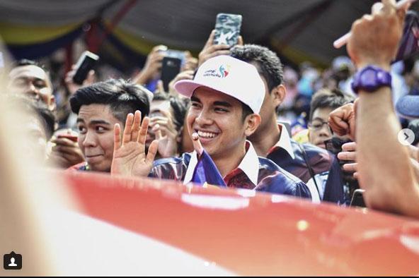 Ngắm Bộ trưởng Malaysia đẹp trai được triệu người mê-5