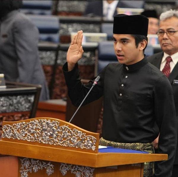 Ngắm Bộ trưởng Malaysia đẹp trai được triệu người mê-8