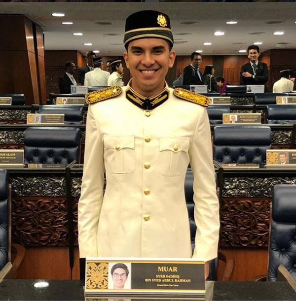 Ngắm Bộ trưởng Malaysia đẹp trai được triệu người mê-9