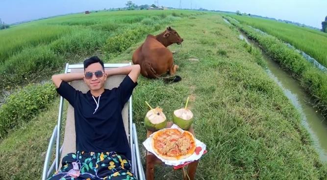 CLIP HOT: Chăn bò theo phong cách quý sờ tộc gây bão mạng với hơn 2 triệu lượt xem-3