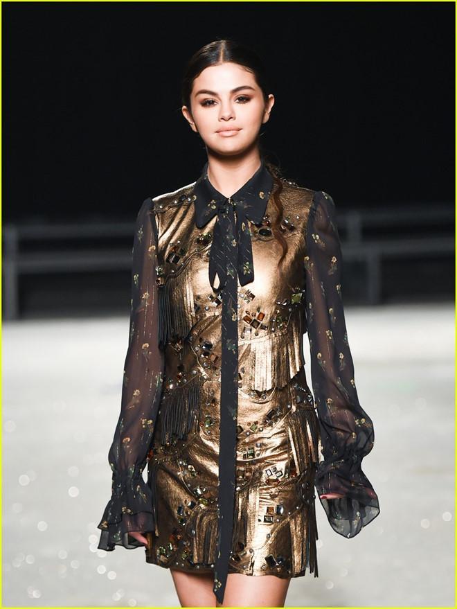 Selena Gomez xúng xính thảm đỏ cùng BlackPink: một bản song ca mới được chăng?-4