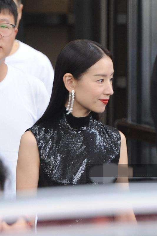 Phú sát hoàng hậu Đổng Khiết lộ hình ảnh kém sắc, da nhăn nheo-1