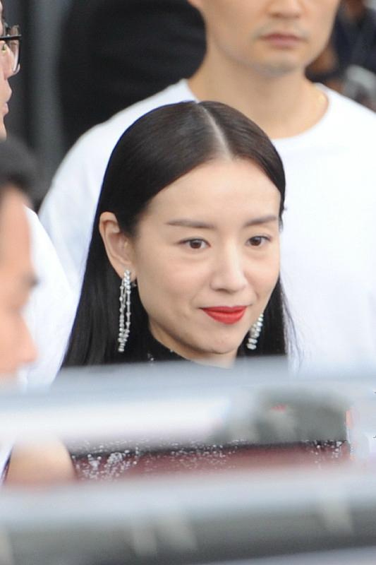 Phú sát hoàng hậu Đổng Khiết lộ hình ảnh kém sắc, da nhăn nheo-2