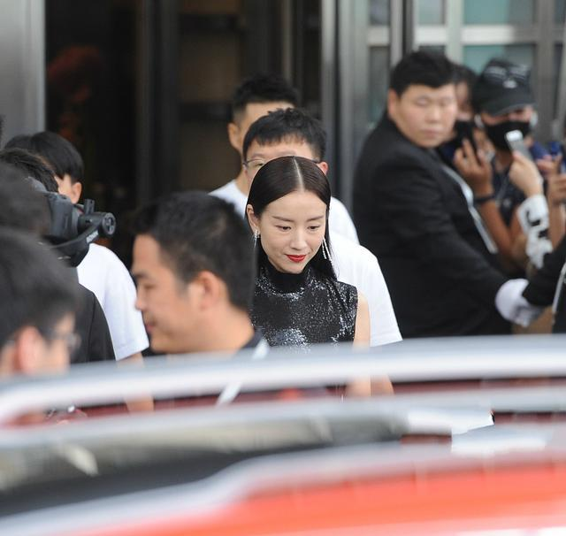 Phú sát hoàng hậu Đổng Khiết lộ hình ảnh kém sắc, da nhăn nheo-3