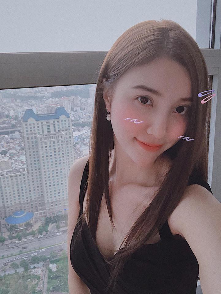 Trang Cherry lầy lội đặt tay lên vòng 1 của bạn diễn xinh đẹp-3
