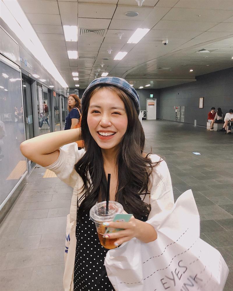 Trang Cherry lầy lội đặt tay lên vòng 1 của bạn diễn xinh đẹp-7