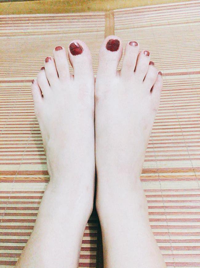 Sở hữu đôi chân nuột như gái đôi mươi, chàng trai kêu trời vì suốt ngày bị người yêu đem ra tập sơn móng chân-2