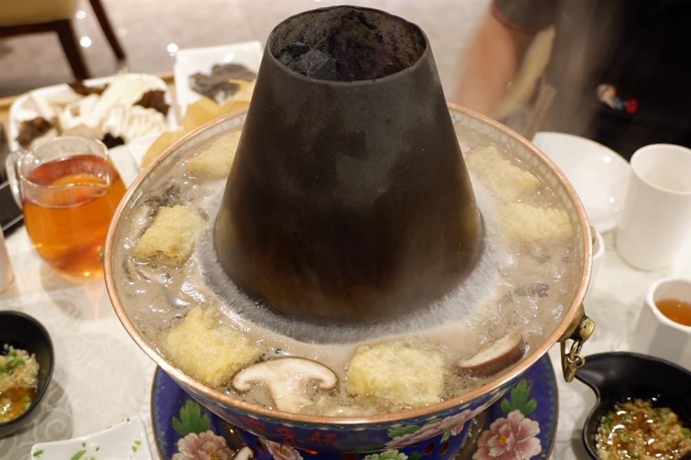 Lẩu nước lã - món ăn nhạt nhẽo nhưng hút khách ở Bắc Kinh-3