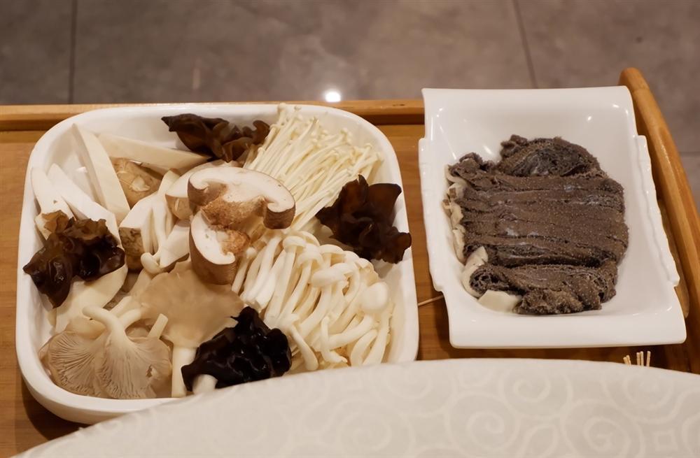 Lẩu nước lã - món ăn nhạt nhẽo nhưng hút khách ở Bắc Kinh-5