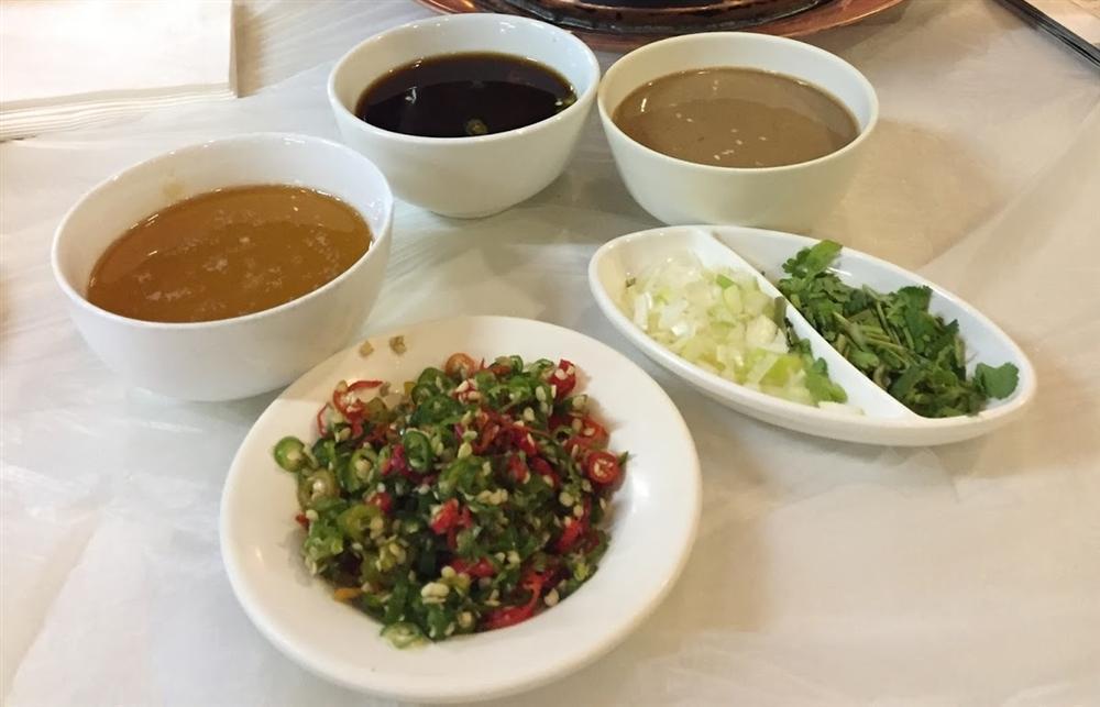 Lẩu nước lã - món ăn nhạt nhẽo nhưng hút khách ở Bắc Kinh-6