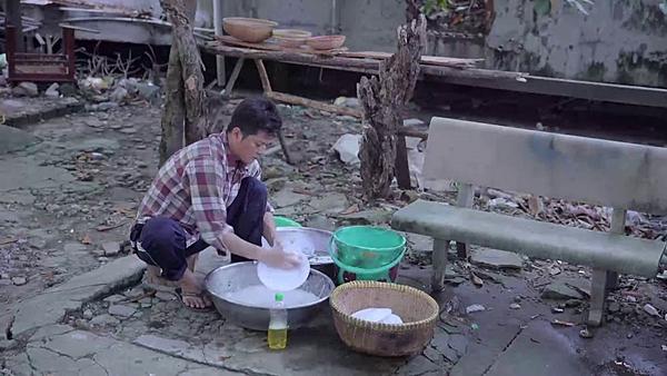 Gạo nếp gạo tẻ tập 57: Công nhếch nhác như ăn mày, ăn không tiền trả phải rửa chén trừ nợ-3