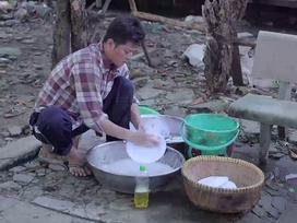 'Gạo nếp gạo tẻ' tập 57: Công nhếch nhác như ăn mày, ăn không tiền trả phải rửa chén trừ nợ