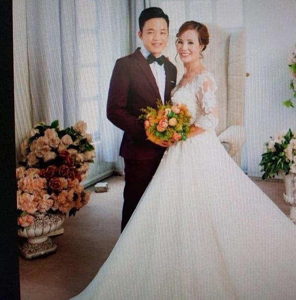 Cổ tích thời hiện đại: Cô dâu 61 tuổi ở Cao Bằng bất ngờ được chồng trẻ trao nhẫn đính hôn trong tiệc sinh nhật-2