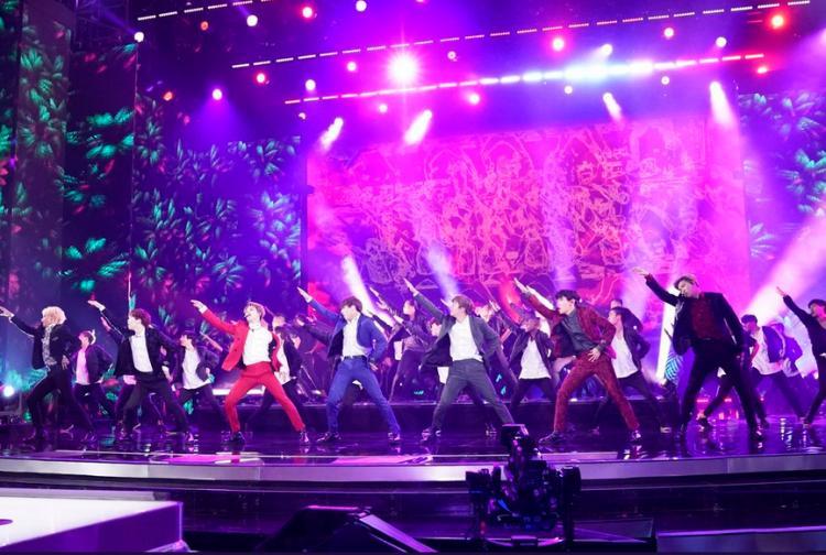 Clip hot: Chần chừ gì mà không xem ngay sân khấu Idol của BTS tại Americas Got Talent!-4