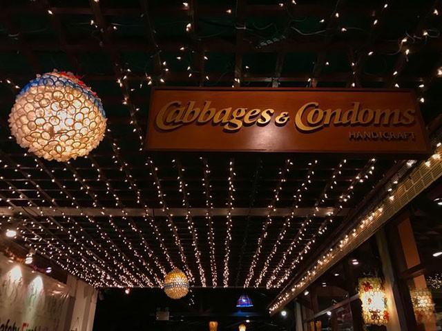 Đừng choáng nếu bắt gặp nhà hàng bao cao su này khi đi du lịch Thái Lan-2