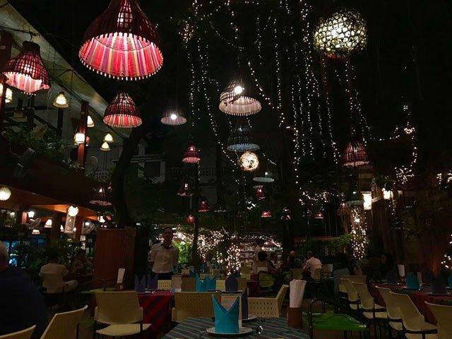 Đừng choáng nếu bắt gặp nhà hàng bao cao su này khi đi du lịch Thái Lan-4