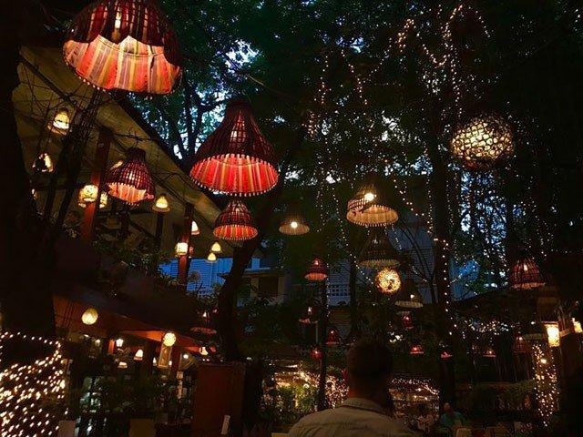 Đừng choáng nếu bắt gặp nhà hàng bao cao su này khi đi du lịch Thái Lan-8