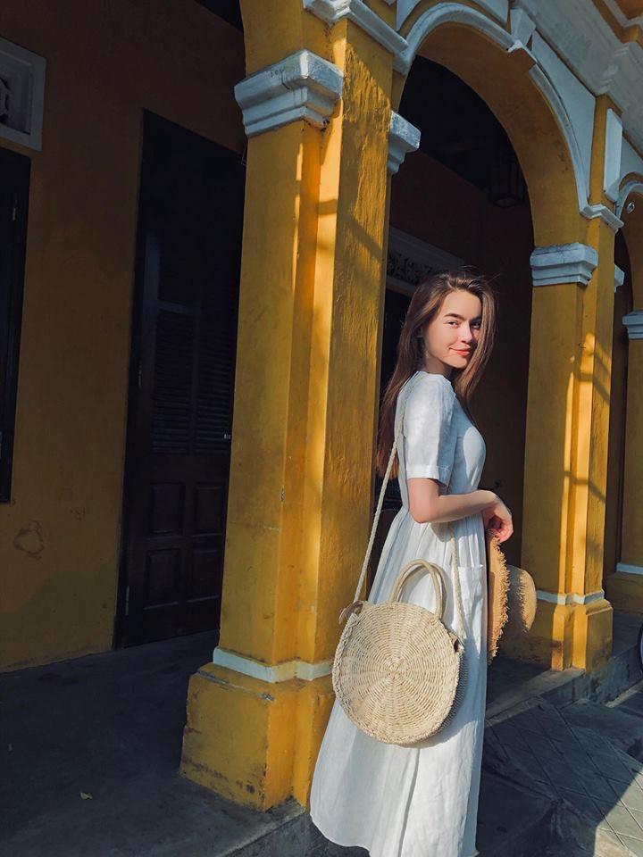 Tăng Thanh Hà lên đồ công sở sành điệu - Sơn Tùng dát hàng hiệu chất ngất dẫn đầu top sao mặc street style đẹp - ảnh 1