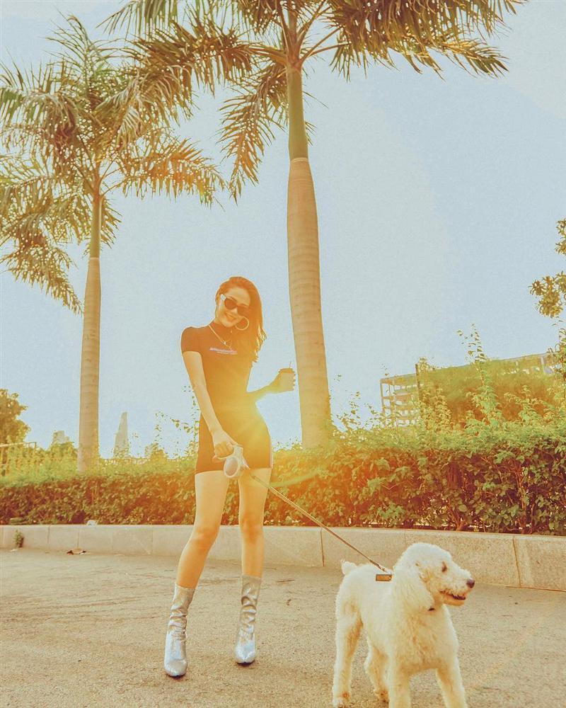 Tăng Thanh Hà lên đồ công sở sành điệu - Sơn Tùng dát hàng hiệu chất ngất dẫn đầu top sao mặc street style đẹp - ảnh 4
