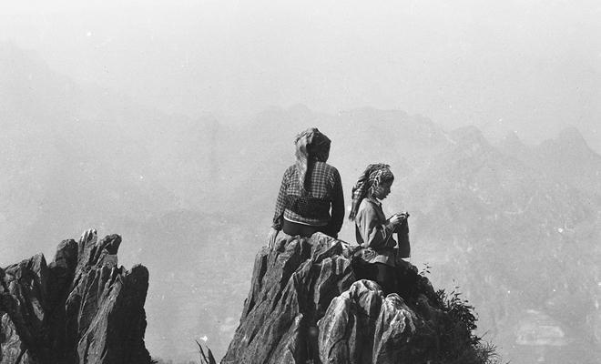 Vẻ đẹp thuần khiết, đầy cảm xúc của Đồng Văn qua ảnh đen trắng-1