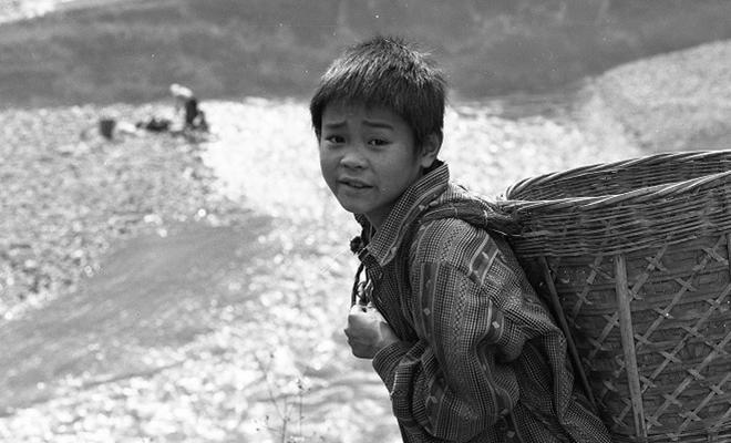 Vẻ đẹp thuần khiết, đầy cảm xúc của Đồng Văn qua ảnh đen trắng-9