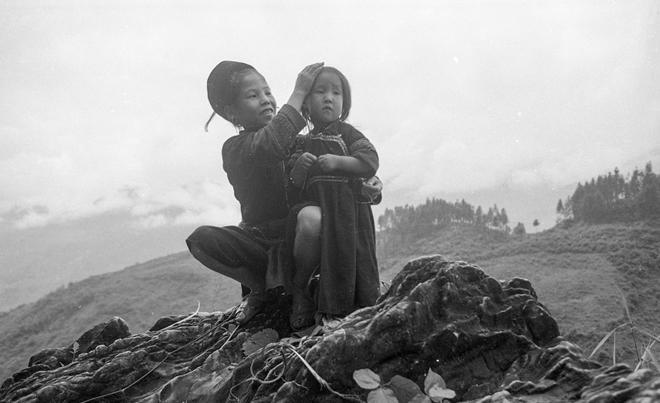 Vẻ đẹp thuần khiết, đầy cảm xúc của Đồng Văn qua ảnh đen trắng-12