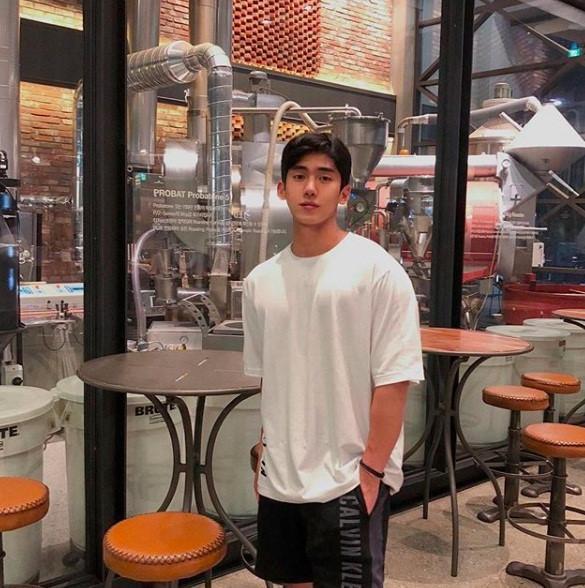 Hot boy Hàn Quốc ghé thăm Đà Nẵng cao 1,84 m, thân hình chuẩn 6 múi-1