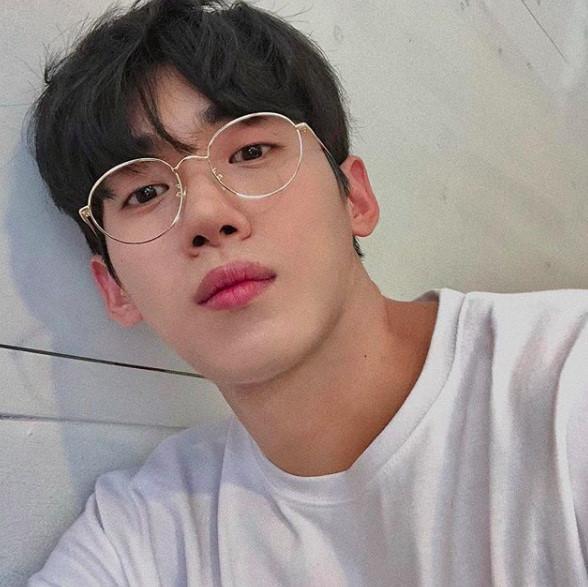 Hot boy Hàn Quốc ghé thăm Đà Nẵng cao 1,84 m, thân hình chuẩn 6 múi-2