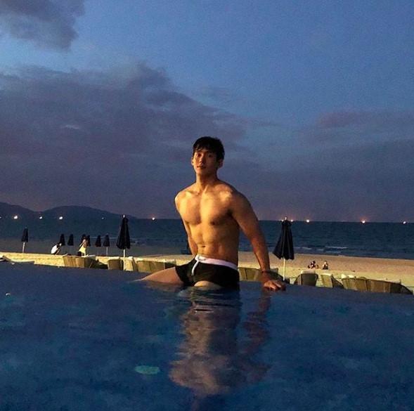 Hot boy Hàn Quốc ghé thăm Đà Nẵng cao 1,84 m, thân hình chuẩn 6 múi-3