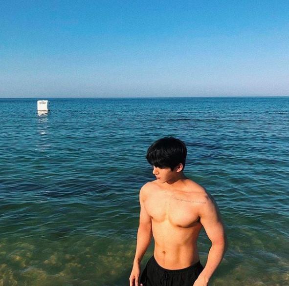 Hot boy Hàn Quốc ghé thăm Đà Nẵng cao 1,84 m, thân hình chuẩn 6 múi-5