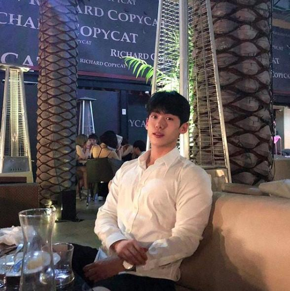 Hot boy Hàn Quốc ghé thăm Đà Nẵng cao 1,84 m, thân hình chuẩn 6 múi-6